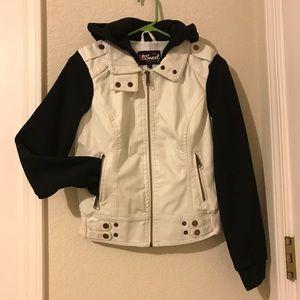 🐙2:$12/3:$16/4:$20🐙 White Moto Jacket/Sweater